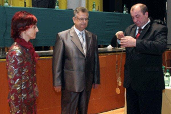 V období, keď bol primátorom Ján Bodnár (vpravo), niektorí poslanci neboli zaradení v komisiách. Nezmenilo sa to ani po nástupe Kataríny Macháčkovej.