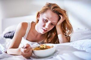 Pri chrípke je vhodná ľahká strava a tekutiny.