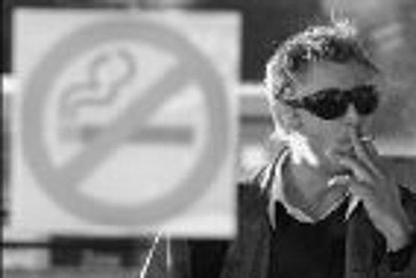 Prísny zákon o zákaze fajčenia v Španielsku sa výborne osvedčil. Počas minulého roka sa tohto zlozvyku, poškodzujúceho vážne zdravie, vzdali tri štvrtiny milióna ľudí. ILUSTRAČNÉ