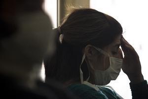 Tehotným ženám lekári odporúčajú očkovanie.