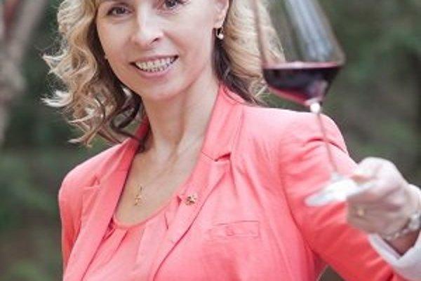 Edita Ďurčová pochádza z Nového Smokovca. Absolvovala odbor kvasná chémia a bioinžinierstvo na Chemickotechnologickej fakulte SVŠT (dnes STU) v Bratislave. V ostatných rokoch sa intenzívne venuje hodnoteniu vína. V súčasnosti pracuje v spoločnosti VIN