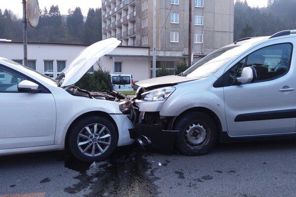 Pri nehode akoby sa zázrakom nikomu nič nestalo, škoda však bola vysoká.