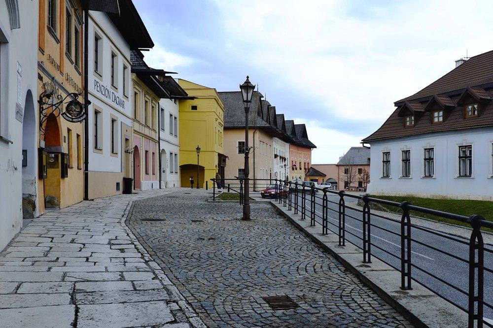 Na snímke časť historického námestia s renesančnými domami.