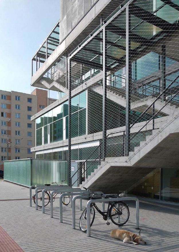 Komunitné centrum Máj České Budějovice. SLLA Architekti / Michal Sulo, Miriam Lišková, Jozef Skokan