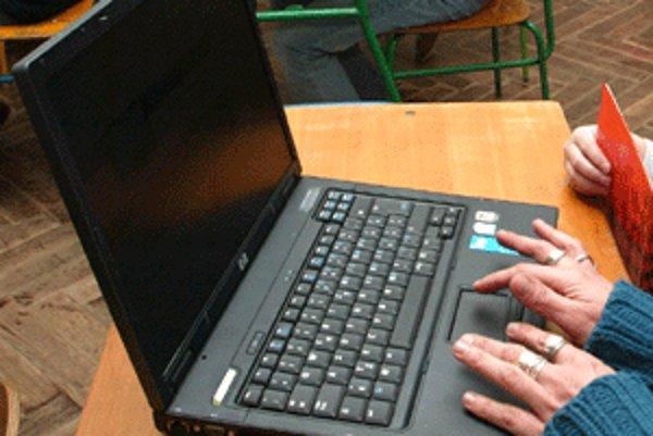 Bývalí prievidzskí poslanci si mohli služobné notebooky lacno kúpiť.