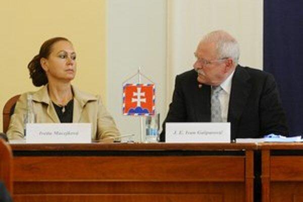 Prezident Ivan Gašparovič na oslave k výročiu Ústavného súdu nebude chýbať. Na snímke s Ivettou Macejkovou.