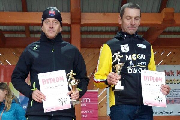 Miroslav Smetana. Bežec zMedzilaboriec (vľavo) absolvoval preteky vPoľsku.