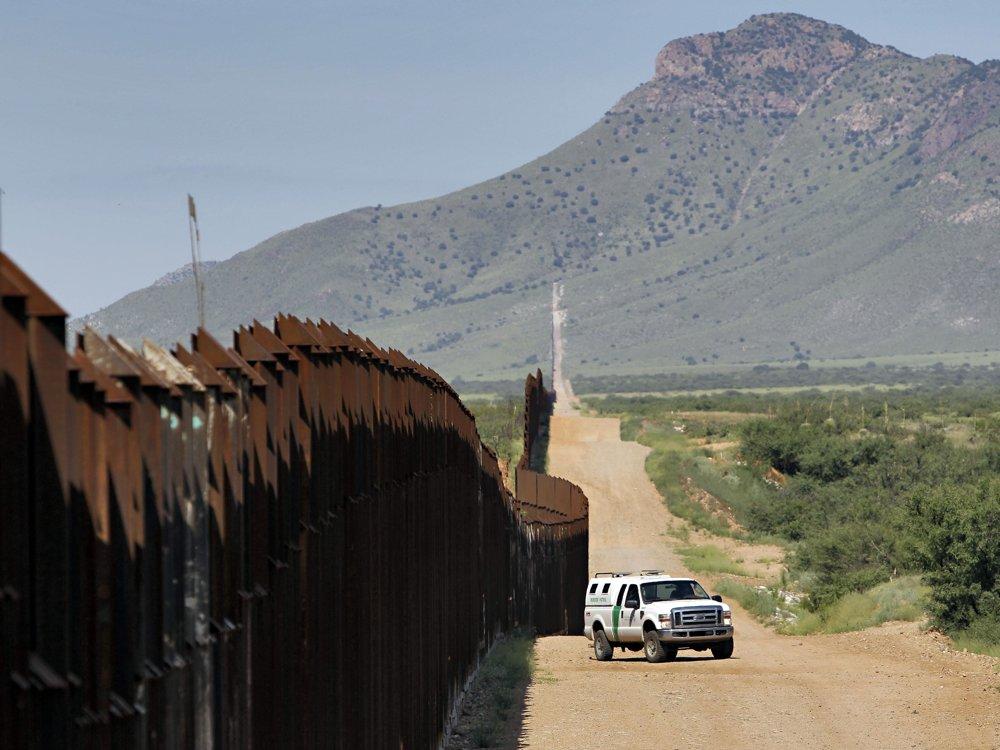 Hraničný múr na americkej strane. FOTO – SITA/AP