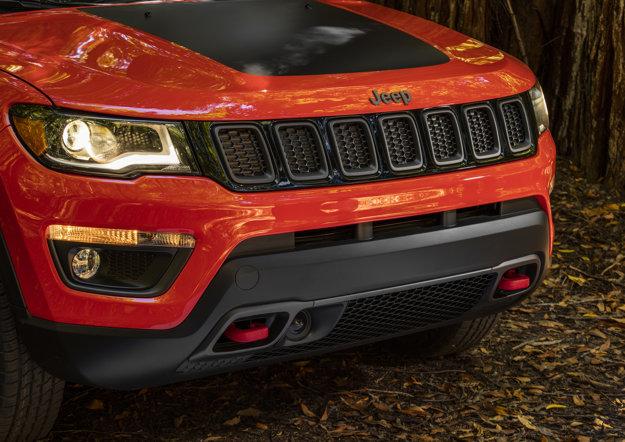 Jeep Compass je vo verzii Trailhawk vybavený aj ťažnými hákmi