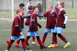 Mladší žiaci FC Nitra U12 sa pred posledným kolom držia na 3. mieste tabuľky, pričom k dobru majú ešte jednu dohrávku.