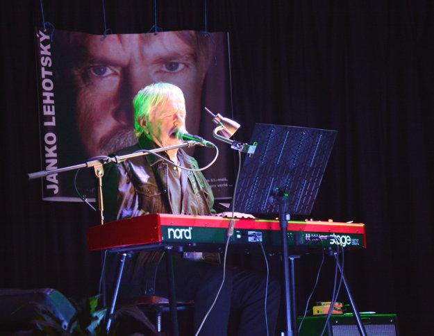 Janko Lehotský vBetliari. Pre hostí zahral nové pesničky, ale aj osvedčené hity.