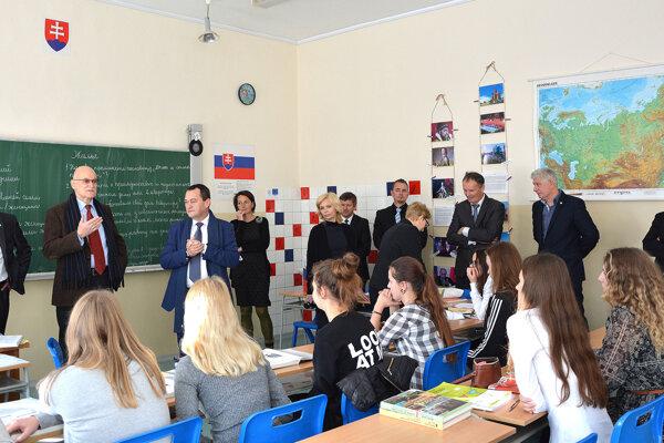 Žiaci zástupcov cudzích krajín počúvali so záujmom.