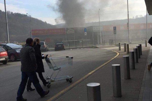Požiar v nedeľu popoludní v obchodnom centre na Duklianskej ulici.