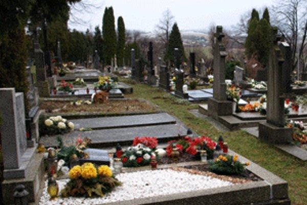 Na prievidzskom cintoríne sú pochované viaceré osobnosti.
