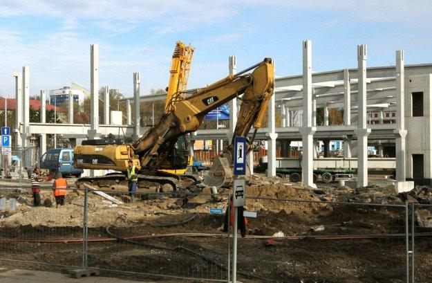 Na zhoršení situácie sa podpísala aj prašnosť, ktorá vzniká pri stavbe novej autobusovej stanice.