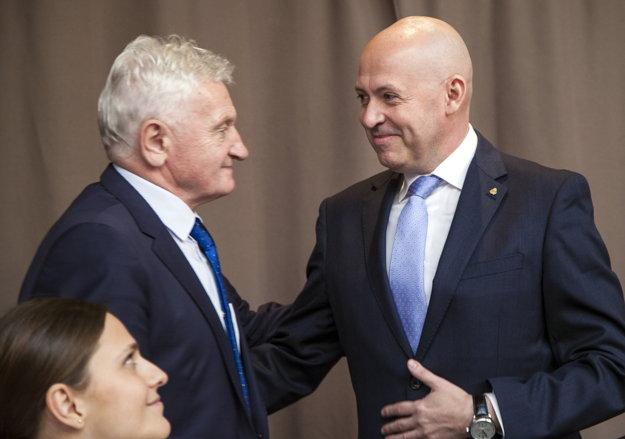 Anton Siekel (vpravo) nahradil na pozícii prezidenta SOV Františka Chmelára.
