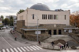 Aktuálny stav Novej synagógy v Žiline. V novej kultúrnej inštitúcii bude dominovať galéria pre súčasné umenie. Okrem výstavného priestoru tu bude fungovať aj kultúrne centrum.