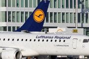Lietadlo spoločnosti Lufthansa stojí na letisku počas štrajku pilotov v Mníchove.