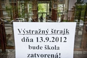 Učitelia prvýkrát štrajkovali v septembri.