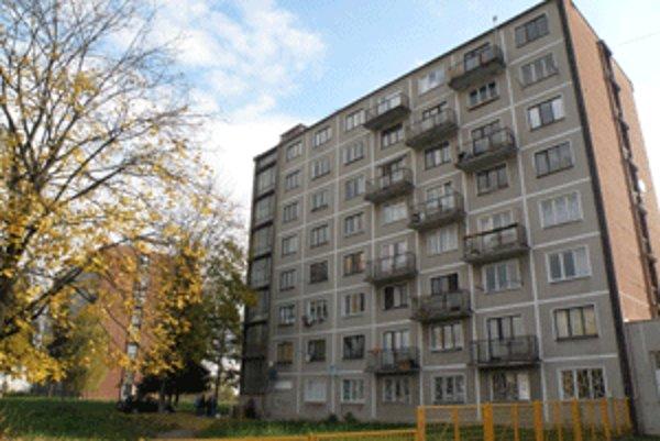 Nájomné byty na Ulici Falešníka v Prievidzi získali sestra aj sekretárka prednostu.