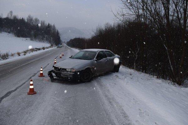 Osobné auto, ktoré zrazilo 66-ročného chodca.
