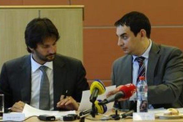 Minister vnútra Robert Kaliňák a splnomocnenec vlády pre rómske komunity Peter Pollák.