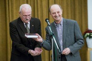 Hosťom na prezentácii vaľovej knihy bol exprezident Gašparovič.