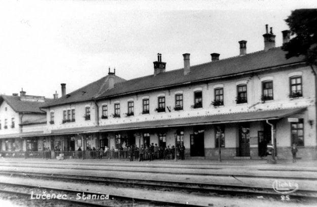 Železničná stanica v Lučenci krátko po skončení 1. svetovej vojny.