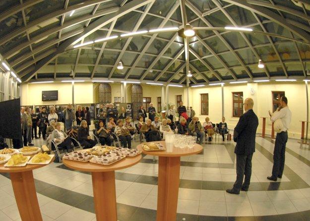 Momentka z aktuálne prebiehajúcej výstavy v Átriu Teologickej fakulty na Hlavnej 89 v Košiciach.