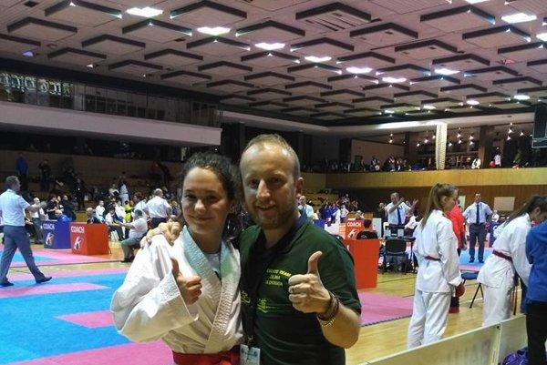 Sára Hrnková s trénerom Jánom Novosadom.