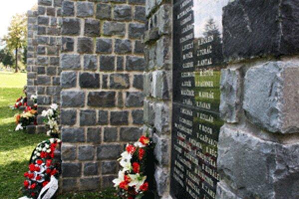 Obete banských nešťastí majú v Handlovej pamätník.