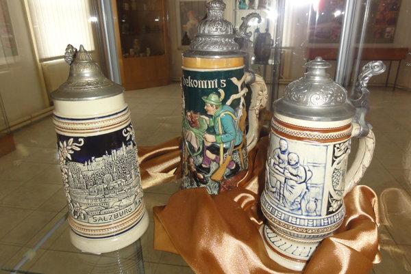 Pivné krígle z čias Rakúsko-Uhorska.