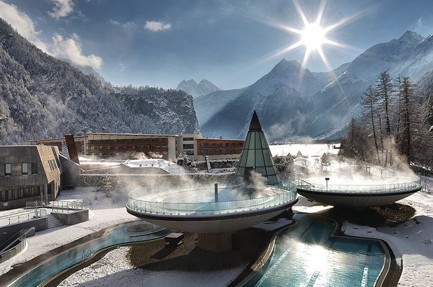Ötztaler Aqua Dome je futuristickou stavbou v horách