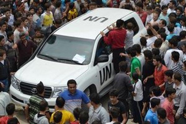 Vozidlo pozorovateľov OSN v Sýrii.