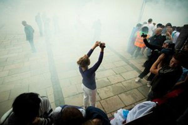 Pokojnú atmosféru narušila na začiatku pochodu len jedna dymovnica.
