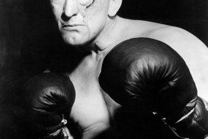 Prvý veľký filmový úspech znamenala pre Kirka Douglasa postava boxera vo filme Champion z roku 1949.