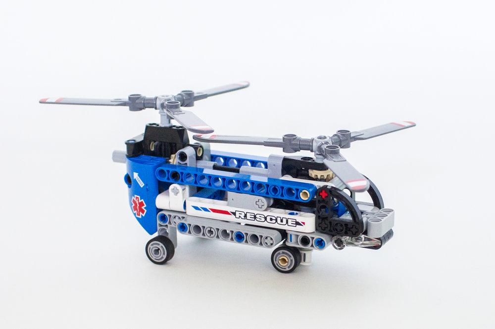 Prvý oficiálny model Milana Reindla. Helikoptéra s dvomi rotormi. Ide o model z roku 2014.