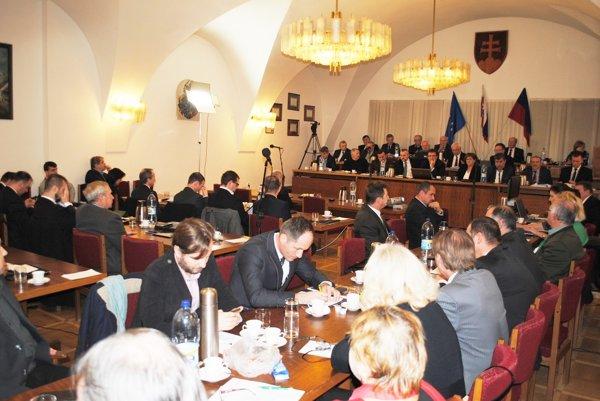 Rokovanie bardejovského parlamentu. Zmena vEkobarde, 23-miliónový rozpočet aj nový úver. (Zdroj: Mario Hudák).