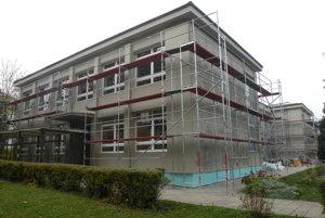 Základná škola Jozefa Hanulu v Liptovských Sliačoch mala kedysi viac žiakov. Teraz ich je menej, ale ich počet je stabilný.