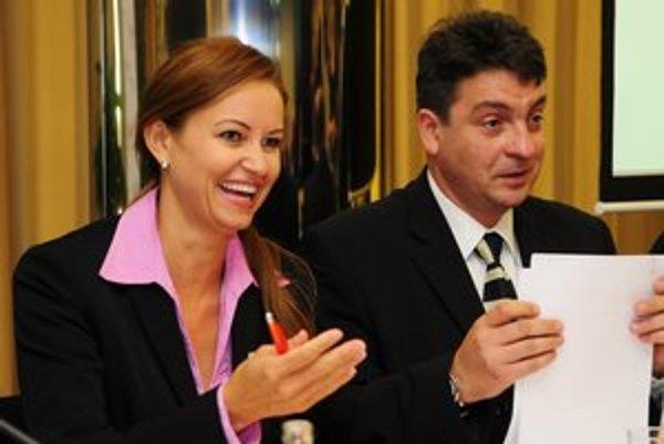 Na snímke vľavo Edita Pfundtner.