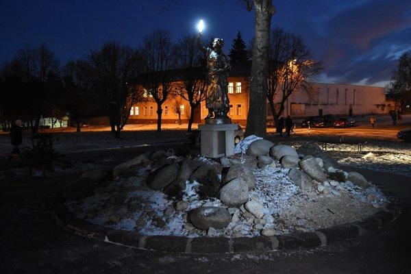 Na snímke odhalená socha Svetlonosky v rovnomennom parku na Hviezdoslavovej ulici v Kežmarku.