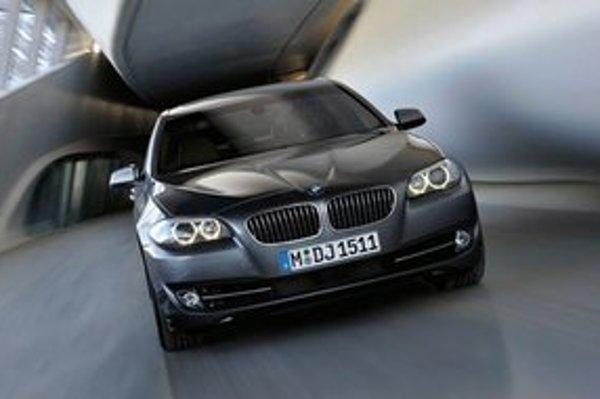 BMW 535 nie je pre našich úradníkov luxus.