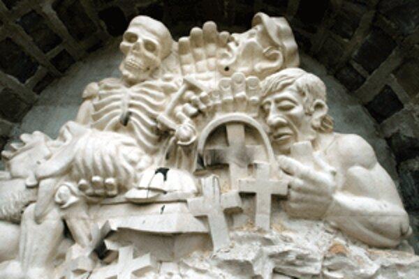 Obete banských nešťastí na hornej Nitre majú v Handlovej pamätník. Jeho autorom je bývalý baník Ján Procner.