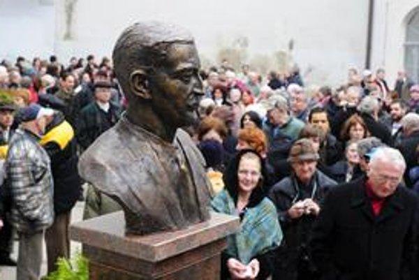 V Košiciach na súkromnom pozemku odhalili Jánosovi Esterházymu bustu.