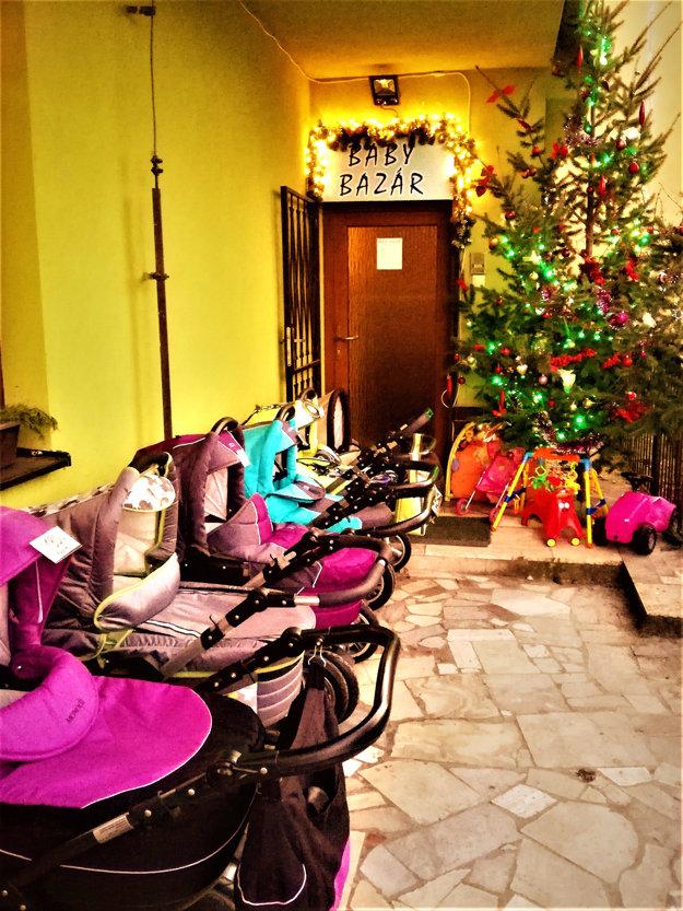 Šťastné a pokojné Vianočné sviatky všetkým naším zákazníkom, Mamičkám a ich pokladíkom, želá BabyBazár.