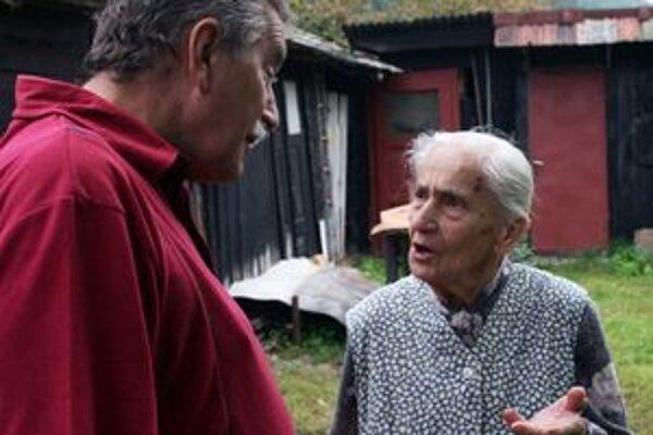 Júlia Jakobová so starostom Kľačna Jozefom Vrábelom.