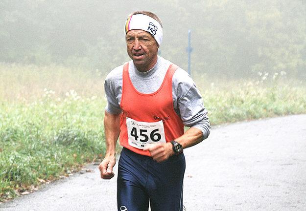 Vo veku 62 rokov je Ján Lovás stále vo skvelej forme.