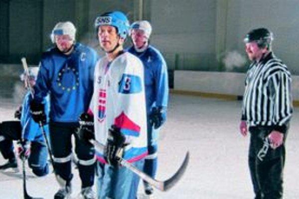 V kampani zaujala SNS aj hokejovým klipom, v ktorom ich hráči porazia európsky výber . Na zábere je podpredseda strany Rafael Rafaj.