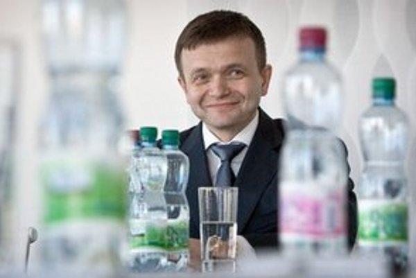 Jaroslav Haščák nechce ísť proti Facebooku. S menšími webmi sa chce aj súdiť.