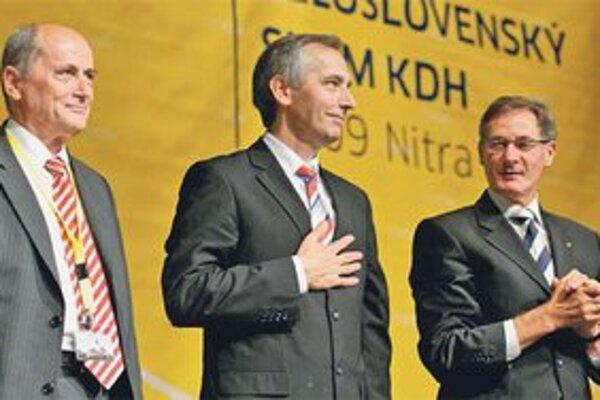 Doterajší predsedovia hnutia – Ján Čarnogurský, Ján Figeľ a Pavol Hrušovský krátko po zvolení súčasného šéfa strany v roku 2009.
